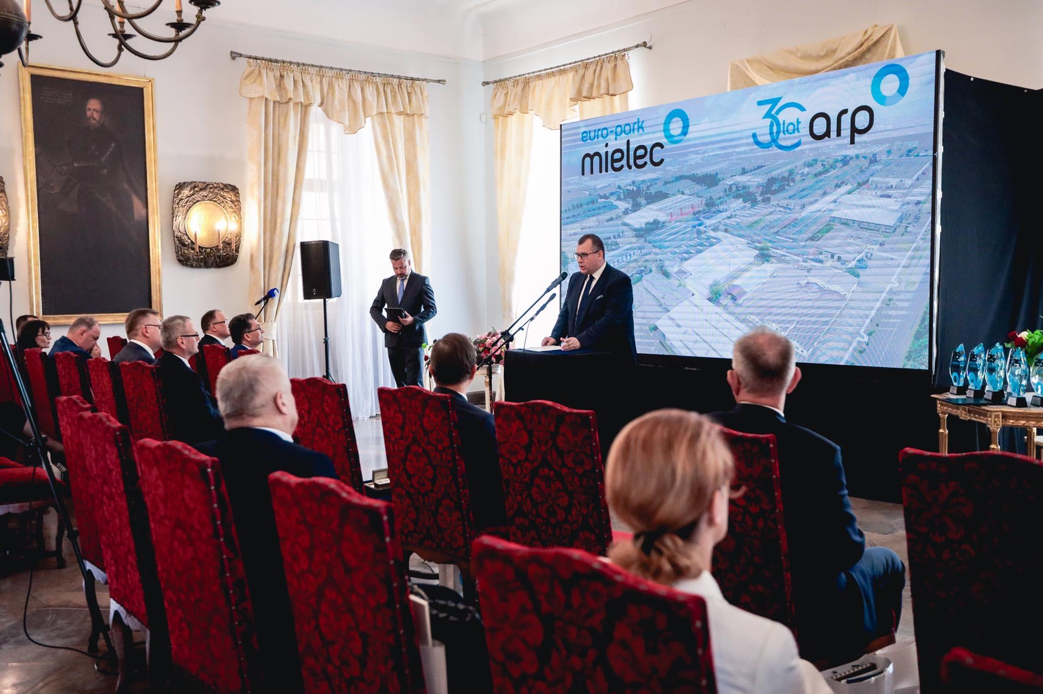 Specjalna Strefa Ekonomiczna EURO-PARK MIELEC od ponad 25 lat nakręca biznes